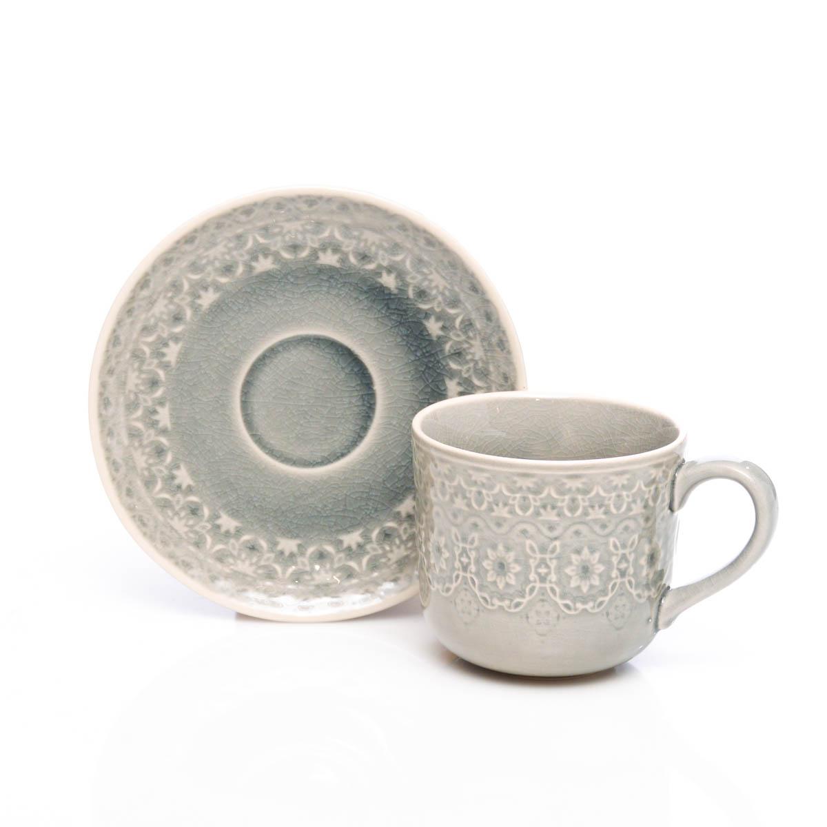 Taza y plato gris