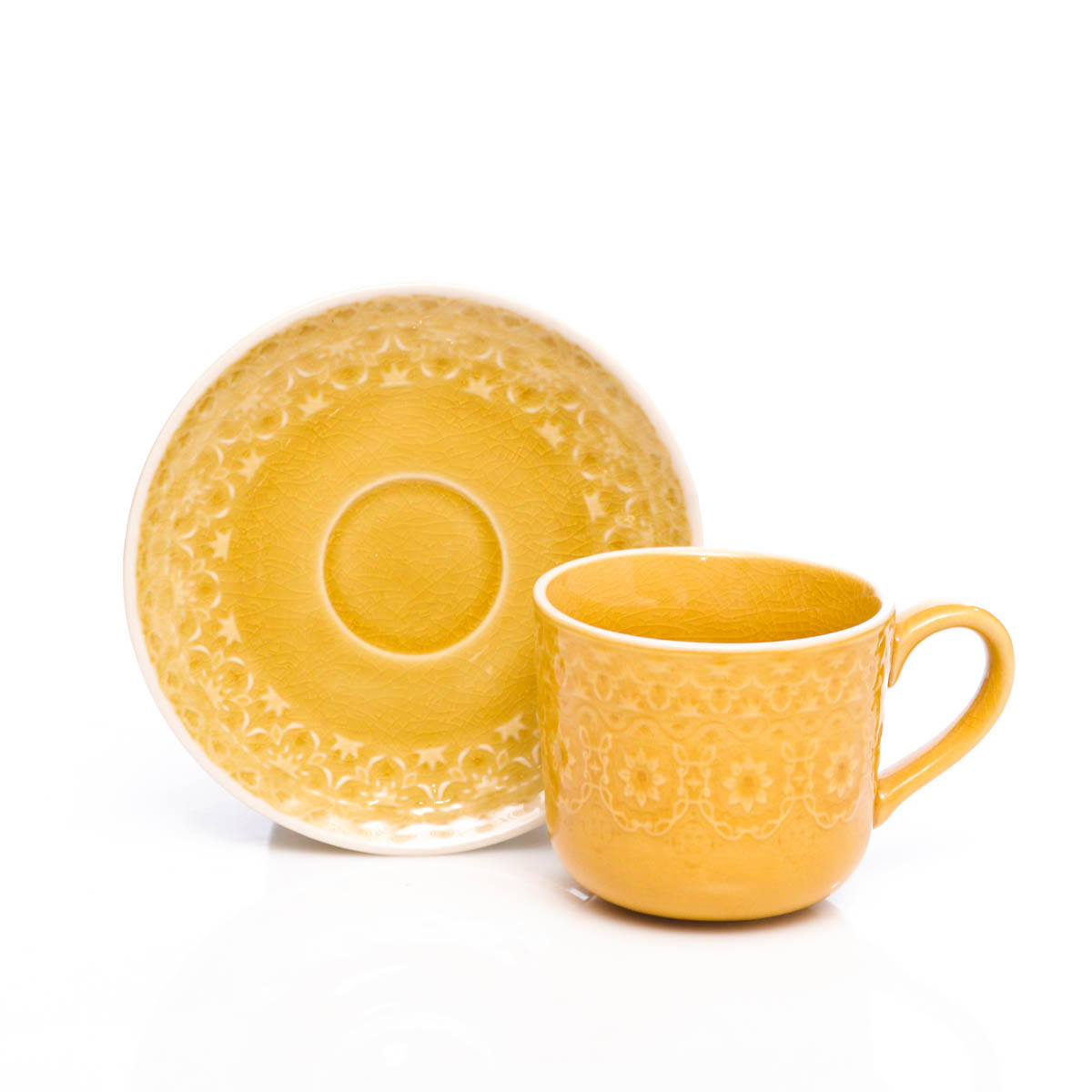 Taza y plato amarillo